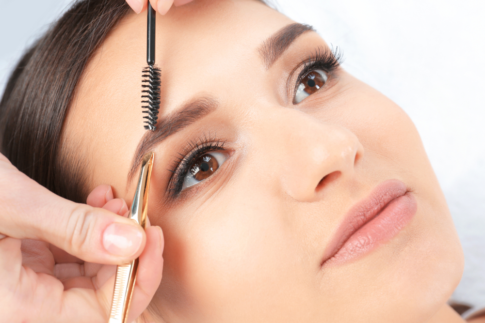 The Best Ways of Tweezing Your Own Brows at Home